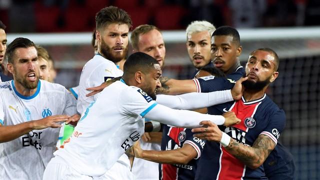 Amavi e Kurzawa brigam durante confusão no tenso clássico entre PSG e Olympique de Marselha