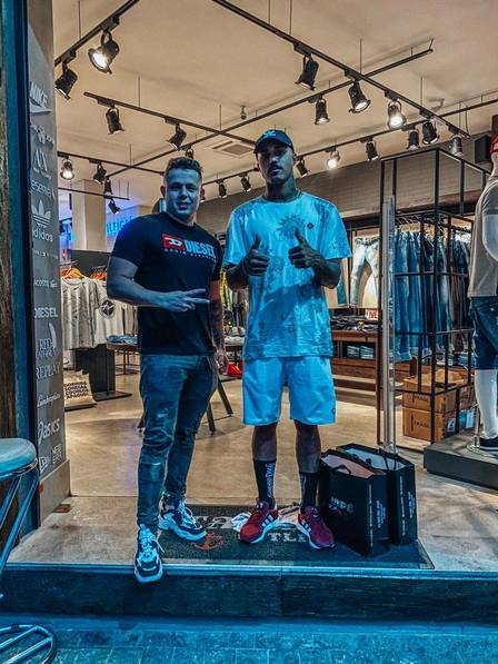 Empresária também vende roupas para MC Livinha