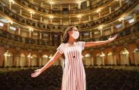 'The Voice Kids' Izabelle Ribeiro visita Teatro Amazonas e pede apoio dos amazonenses; vídeo