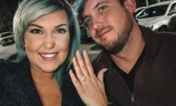 Casal forja pedido de casamento em bar para ganhar bebidas; veja vídeo
