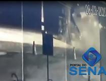 Vídeo: Criminosos tentam roubar cofre e explodem posto de gasolina em Manaus