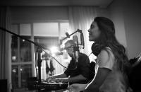 Influenciadora digital lança carreira musical
