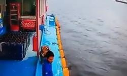 SUSTO! Câmera flagra livramento em 'pontão' no Amazonas