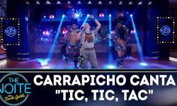 Zezinho Corrêa canta Tic, Tic, Tac no programa The Noite