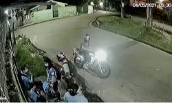 Vídeo: Trabalhadores são assaltados em parada de ônibus em Manaus