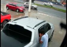 CARA DE PAU! Câmera flagra ladrão furtando bolsa em Manaus; vídeo
