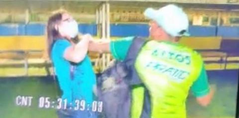 Jornalista é agredida e agarrada no pescoço após filmar briga generalizada entre times