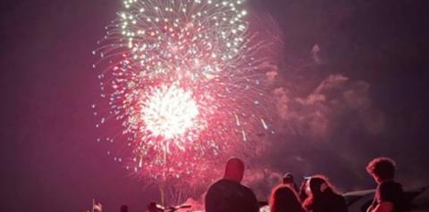 Covid-19: NY festeja com fogos o fim de medidas restritivas. vídeo