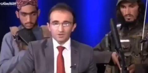 TV afegã grava programa com talibãs armados no estúdio; vídeo
