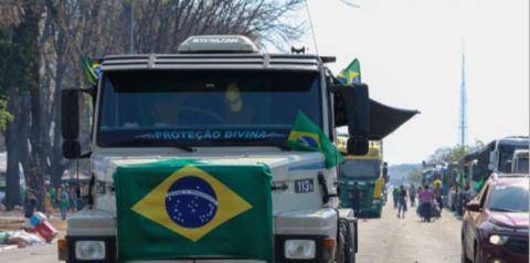 Caminhoneiros fazem manifestação em Brasília e em mais 16 estados