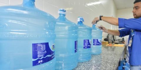 Operação H2O fiscaliza garrafões de água mineral em Manaus