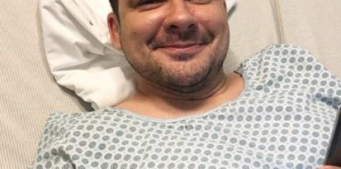 Alberto Neto comemora o sucesso da cirurgia de retirada de apêndice