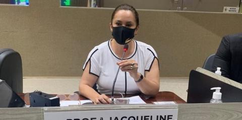 Professora Jacqueline protesta sobre abastecimento da Amazonas Energia