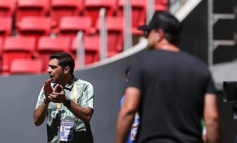 Abel parabeniza jogo do Palmeiras e relata o que disse sobre árbitro para ser expulso na Supercopa; vídeo