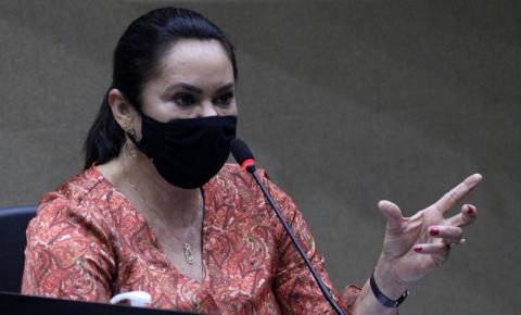Professora Jacqueline pede implantação do Programa Material Escolar Solidário em Manaus