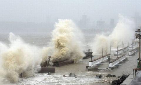 Ciclone Tauktae atinge costa da Índia com ventos de até 210km/h causando destruição e mortes; vídeo