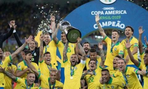 Copa América será disputada no Brasil, confirma Jair Bolsonaro; vídeo