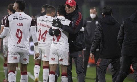 Libertadores: na estreia de Renato Gaúcho, Flamengo joga mal, mas vence com gol de Michael