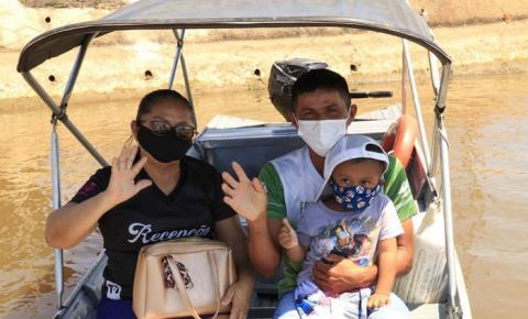 Mãe persiste e filho decide se vacinar contra a Covid-19 no Careiro da Várzea