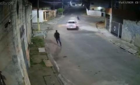 Motorista atropela suspeito de tentativa de assalto; veja vídeo