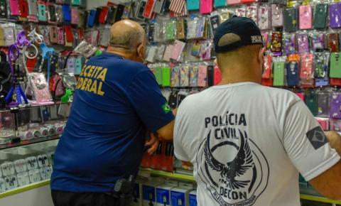 Delegacia do Consumidor deflagra operação 'Pirataria da Épow' e apreende produtos falsificados no Centro