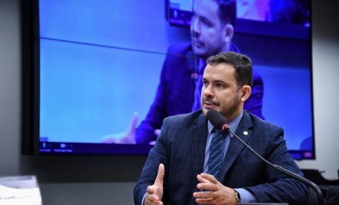 Aprovado na Comissão de Finanças e Tributação o projeto, do deputado Capitão Alberto Neto, que dá prazo para fixação de processo produtivo de empresa da Zona Franca