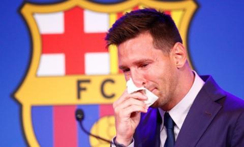 Emocionado, Messi se despede do Barcelona e confirma negociação com PSG; vídeo