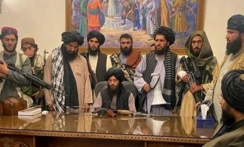 Talibã começa perseguição a jornalistas no Afeganistão