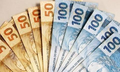 Bolsonaro assina decreto com mínimo em R$ 998