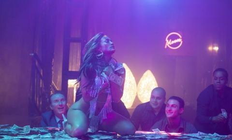 Jennifer Lopez surge sensual como stripper em novas imagens de 'As Golpistas'