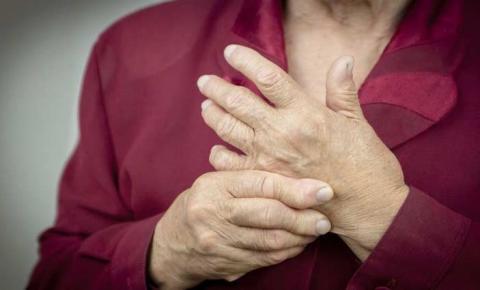 Exercícios controlados podem auxiliar no tratamento da artrite reumatoide