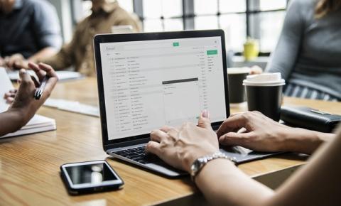 Usar software jurídico poupa 20h/mês por colaborador em escritórios de advocacia