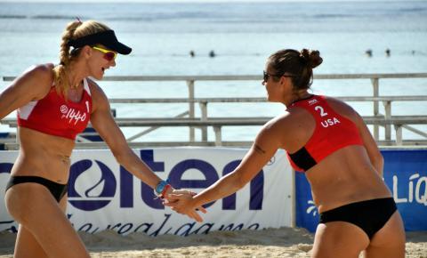 Valorizados no vôlei de praia, técnicos brasileiros treinam times rivais no exterior