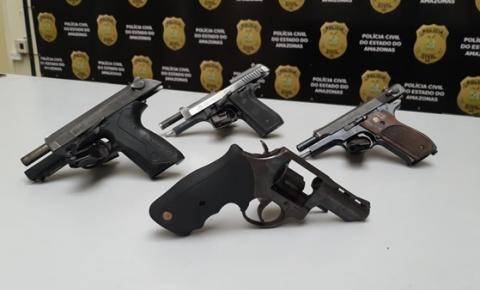 Polícia intercepta 'bonde' e apreende armas em residência na zona sul