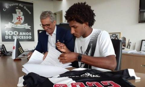 Talles Magno assina acordo e renova contrato com o Vasco por três anos
