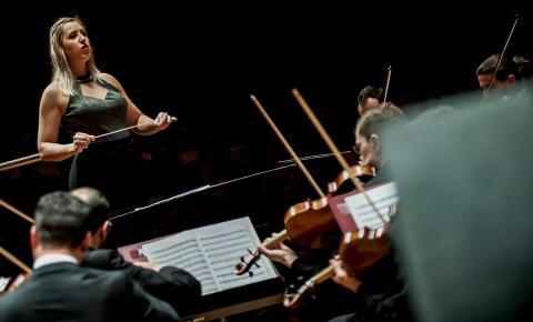 Sinfônica de Piracicaba recebe jovem maestrina em 2 concertos no sábado