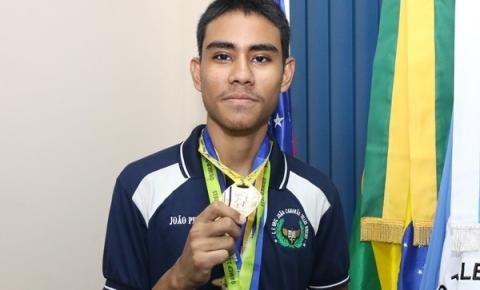 Alunos da rede estadual são premiados em Olimpíada Brasileira de Matemática