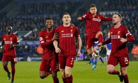 Firmino faz dois, Liverpool massacra o Leicester e dispara na corrida pelo título: 4 a 0