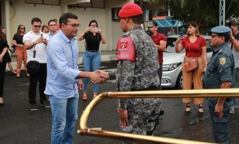 Wilson Lima anuncia auxílio-fardamento para policiais militares e bombeiros do Amazonas
