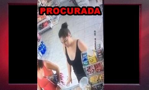 Polícia pede o apoio da população para localizar mulher envolvida em roubo a mercadinho na zona leste da capital