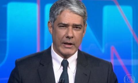 No JN, William Bonner surpreende e fala de 'suspensão' de Regina Duarte