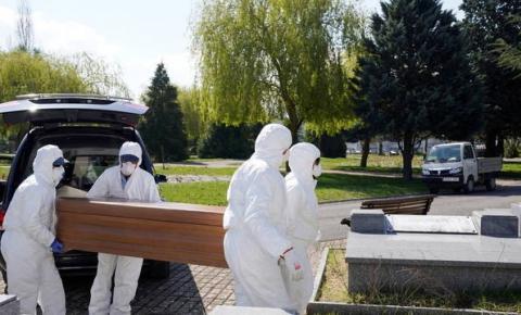 Em 24 horas, Espanha registra 832 mortos por coronavírus