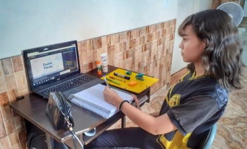 Estudantes do Ensino Médio passam a ter conteúdo ao vivo no 'Aula em Casa'