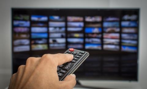 Audiência da TV paga aumenta 20% na quarentena. Canais de notícias, filmes e infantis são destaque
