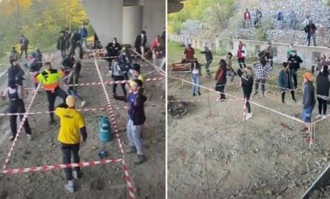 Participantes de rave são separados em cercados de distanciamento social na Eslováquia