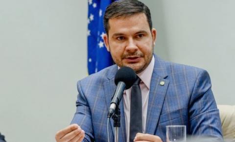 Capitão Alberto Neto requer informações sobre PL das Fakes News a Ministério da Comunicação