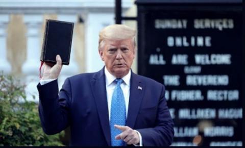 Documentário sobre bastidores da Casa Branca destaca fé de Trump