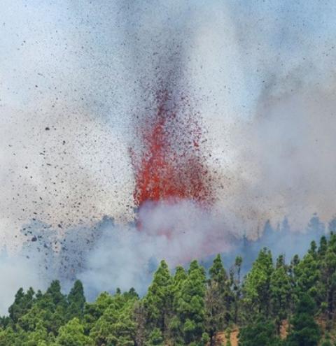 Vulcão Cumbre Vieja entra em erupção no Arquipélago das Canárias