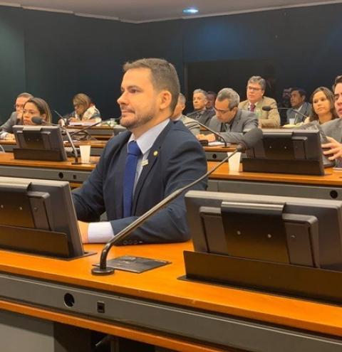 Alberto Neto envia à Câmara dos Deputados PEC que permitirá aos professores o acúmulo de cargos de qualquer natureza