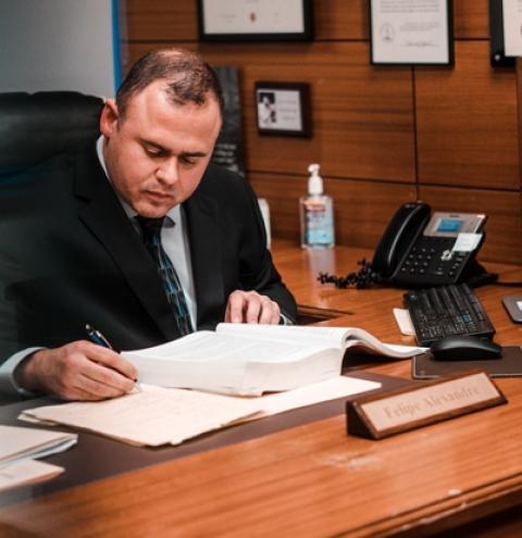 Advogado de imigração americana integra a lista Top 10 de NY pelo quarto ano consecutivo
